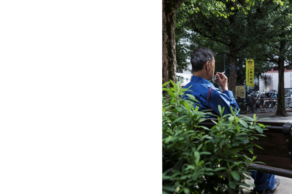 Japanese worker during cigarette pause, Tokyo streets, Tokyo street photography
